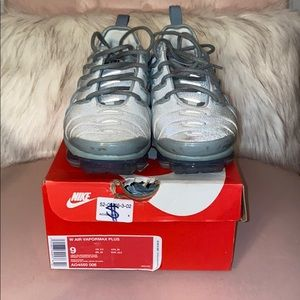 Women Nike Vapormax Plus - Size 9